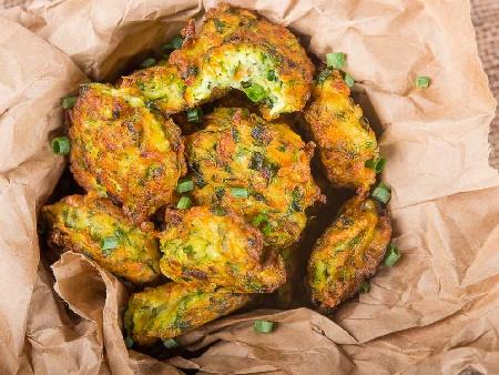 Печени кюфтета от тиквички със сирене моцарела (кашкавал) и пармезан на фурна - снимка на рецептата